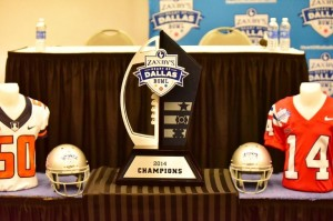 The new 2014 Zaxby's Heart of  Dallas Bowl Trophy.  (Action Sports and News/Greg Collier)